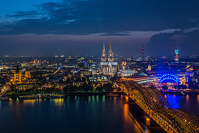 Cologne at night - p401m1007711 by Frank Baquet