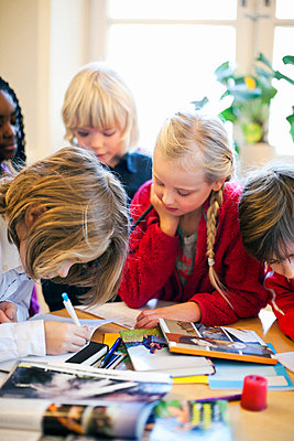 Multi ethnic children studying in classroom - p426m663381f by Maskot