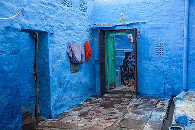 Exterior view of Blue House, Jodhpur, India. - p855m1122253 by Galit Seligmann