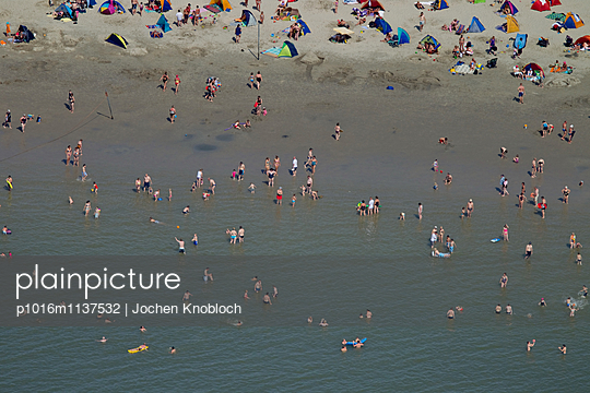 Beach holiday in Borkum - p1016m1137532 by Jochen Knobloch
