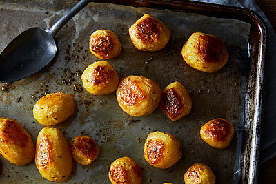 roasted potatoes - p1379m1525913 by James Ransom