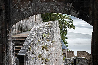 Le Mont Saint Michel - p1691m2288628 by Roberto Berdini Bokeh