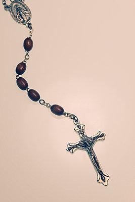 Kruzifix mit Rosenkranz - p3300383 von Harald Braun