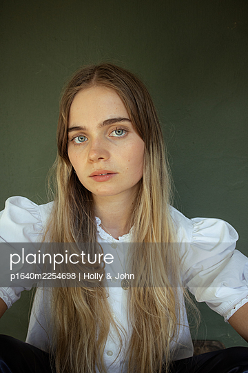 Young woman with long blond hair - p1640m2254698 by Holly & John