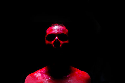 Man skull covered by red paint - p1165m952576 by Pierro Luca