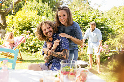 Garden party - p788m2027421 by Lisa Krechting