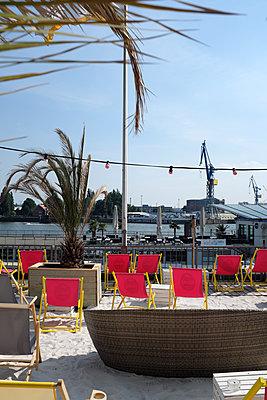 Beach club - p116m2289834 by Gianna Schade