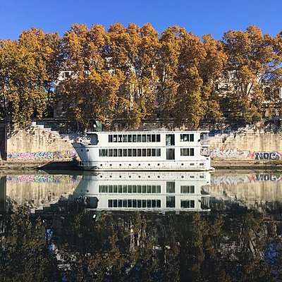 Italy, Rome, Pleasure boat - p1401m2210263 by Jens Goldbeck