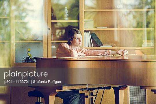 Sniveling - p904m1133701 by Stefanie Päffgen