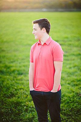 Teenager Junge - p946m957558 von Maren Becker