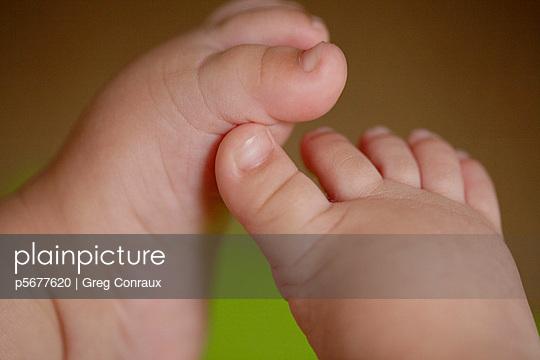 Babyfüße - p5677620 von Greg Conraux