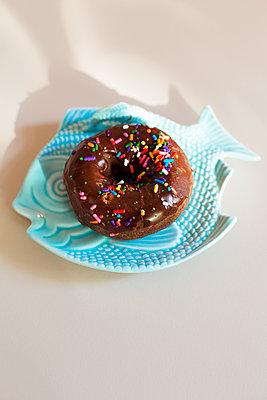 Donut - p432m1059269 by mia takahara