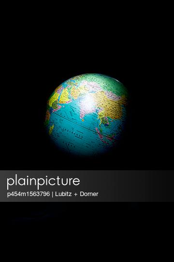 Day and night - p454m1563796 by Lubitz + Dorner