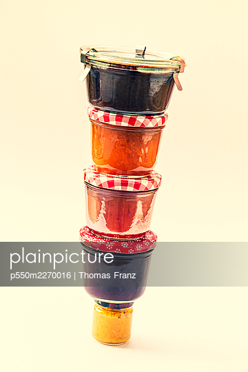 Tower of jam - p550m2270016 by Thomas Franz