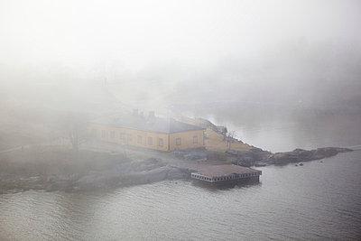 Suomenlinna in fog - p3226906 by Simo Vunneli