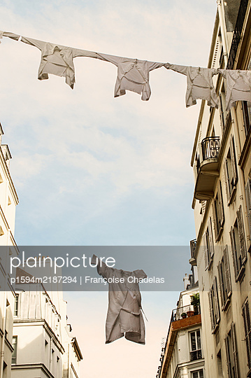 Les blouses blanches - p1594m2187294 by Françoise Chadelas