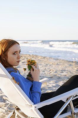 Mädchen am Strand - p1694m2291680 von Oksana Wagner