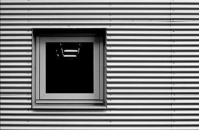 Fenster in einer Alufassade - p9792856 von Zickert