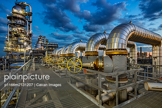 Dusk in a refinery complex - p1166m2131207 by Cavan Images
