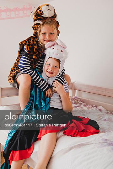 Verkleiden - p904m1481117 von Stefanie Päffgen