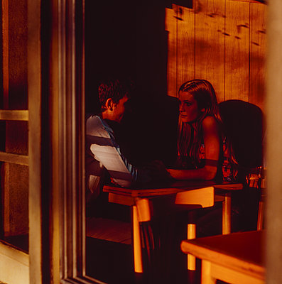 Young couple in a sidewalk cafe - p1082m2205918 by Daniel Allan