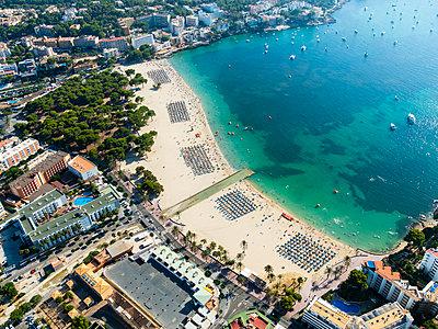 Spain, Mallorca, Aerial view of Santa Ponca beach - p300m1189226 by Martin Moxter