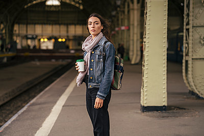 Young female traveller with coffee to go on the platform - p300m2144831 by Vasily Pindyurin
