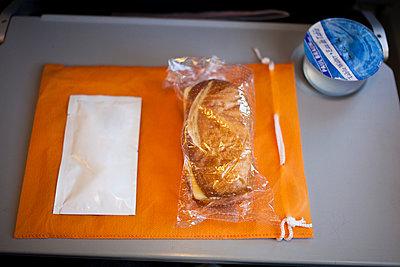 Catering im Flugzeug - p1059m903819 von Philipp Reiss