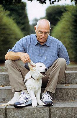 Herr und Hund - p3050053 von Dirk Morla
