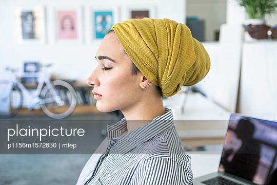 Junge Frau, Startup Unternehmen - p1156m1572830 von miep