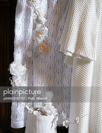 White roses and lace in Sicilian home - p349m2167757 by Polly Wreford