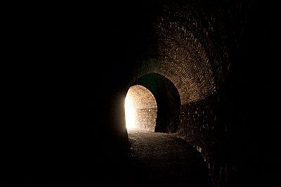 Alter Eisenbahntunnel - p470m1556403 von Ingrid Michel
