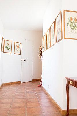 Woman in the hallway - p1105m2126415 by Virginie Plauchut