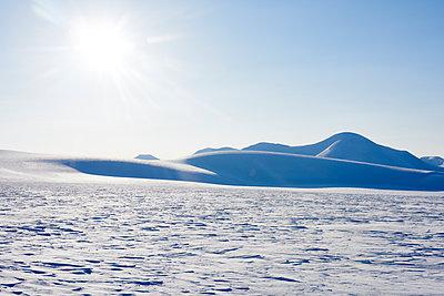 Winterlandschaft in Svalbard Spitzbergen - p1203m1189788 von Bernd Schumacher