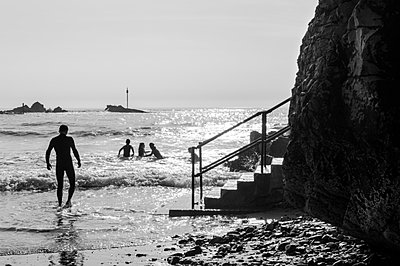 Tidal outdoor swimming pool, Bude, Cornwall, England - p652m972023 by Paul Harris photography