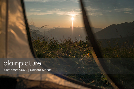 Sunset over mountain lake seen from tent - p1216m2184479 by Céleste Manet