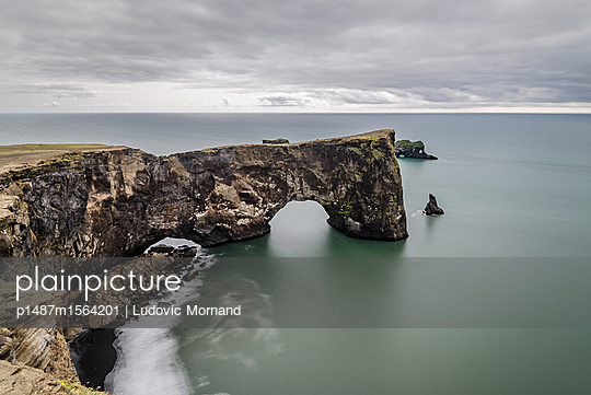 Peaceful cliff in Iceland - p1487m1564201 by Ludovic Mornand