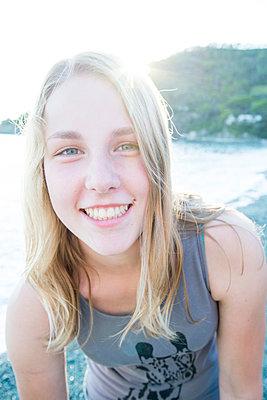 Girl at the beach - p161m940575 by Kerstin Schomburg