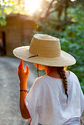 Girl with straw hat - p756m2125060 by Bénédicte Lassalle