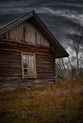 Abandoned house - p1235m2044534 by Karoliina Norontaus