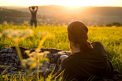 Germany, couple on a meadow watching for sunrise - p300m1053152f by Miriam Dörr
