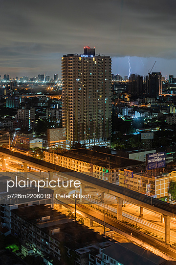 Thailand, Thunderstorm over Bangkok - p728m2206019 by Peter Nitsch
