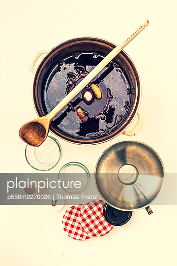 Cooking jam - p550m2270026 by Thomas Franz