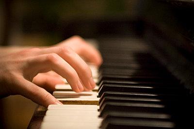 Playing piano - p5460067 by Benjamin Wieg