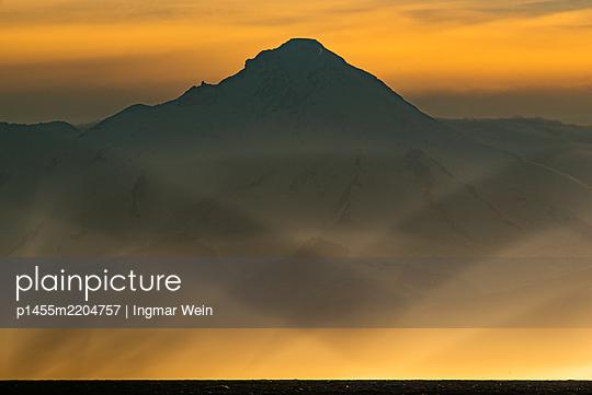 Alaska, Silhouette of a mountain - p1455m2204757 by Ingmar Wein