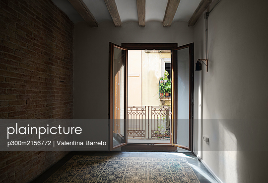 Apartment with tiled floor in Barcelona, Spain - p300m2156772 by Valentina Barreto