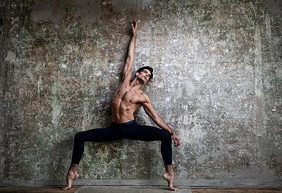 Ballet dancer - p1139m2210691 by Julien Benhamou