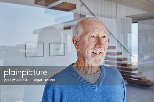 Südafrika, Western Cape, Yzerfontein, Immobilie, modernes Haus, Senior, Rentner, Hausbesitzer, Eigenheim, Glück - p300m2286942 von Roger Richter