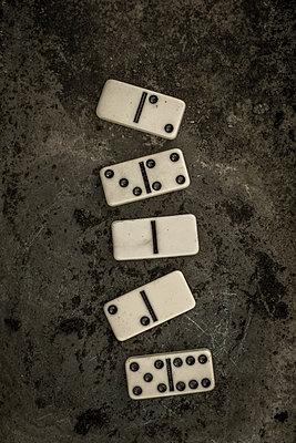 Five domines - p1228m1123012 by Benjamin Harte