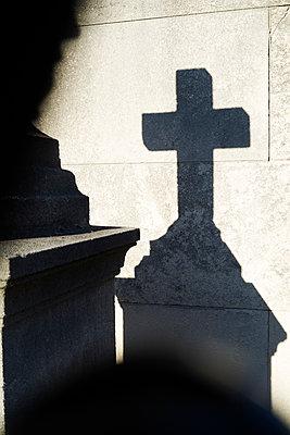 Cross Cimetière de Montmarte - p1499m2038662 by Marion Barat